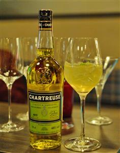 Chartreuse-žuti