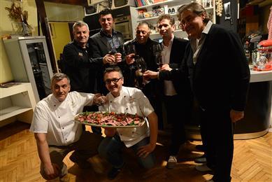 Gastronomadi, Bovin i gosti
