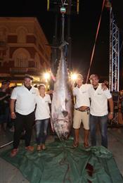 Članovi-tima-Tunana-ulov-od-251-kg