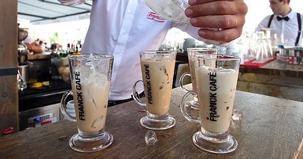 """""""Franck Café omiljeni je cappuccino brend na hrvatskom tržištu, a vrhunskom kvalitetom proizvoda i stalnim razvojem noviteta u skladu sa željama hrvatskih potrošača, Franck kontinuirano opravdava svoj status inovatora"""", rekla je Ivana Tavra, direktorica Korporativnih komunikacija Francka te nadodala, """"ledene varijante ovog omiljenog napitka kreirane su za sve ljubitelje cappuccina koji od njih ne žele odustati ni u vrućim ljetnim mjesecima. Ovako im nudimo dozu omiljenog kremastog napitka, ali i osvježenje za kojim lako mogu posegnuti u omiljenom kafiću ili ga pripremiti u vlastitom domu."""""""