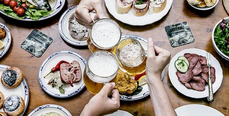 Zašto je dobro piti pivo uz obrok?