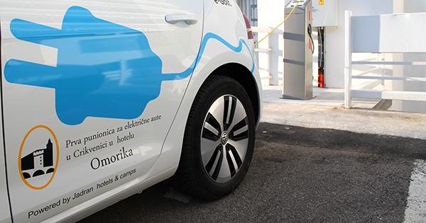 Jadran postavio prvu punionicu za električna vozila u Crikvenici